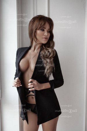 Safiyatou escort girl in Surprise AZ