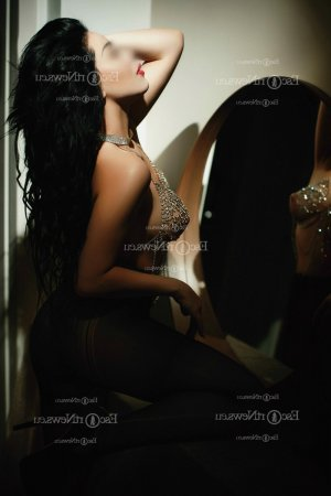 Ndeye thai massage in Wheeling & escort