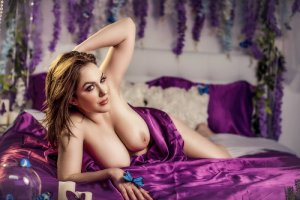 Rogine massage parlor in Glenvar Heights and live escort