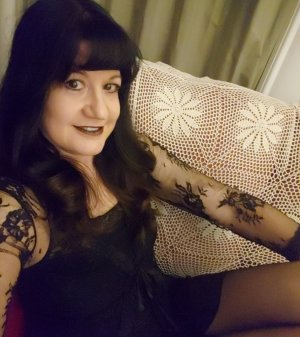 Yolaine escort, erotic massage